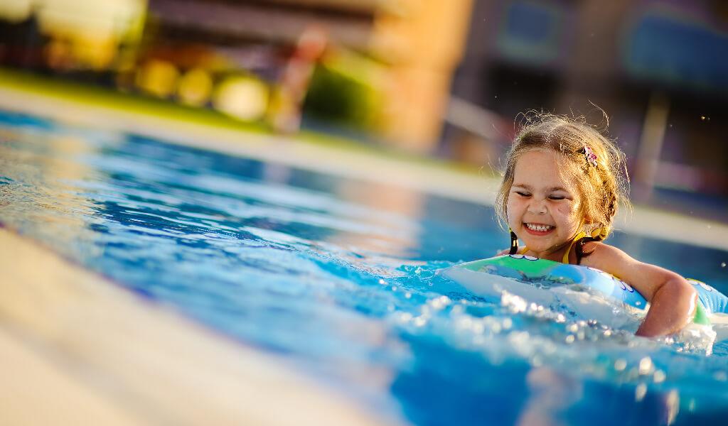 egzersiz, yüzen kız çocuk
