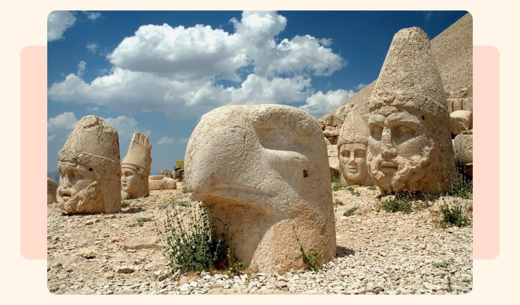 nemrut dağı, nemrut heykelleri