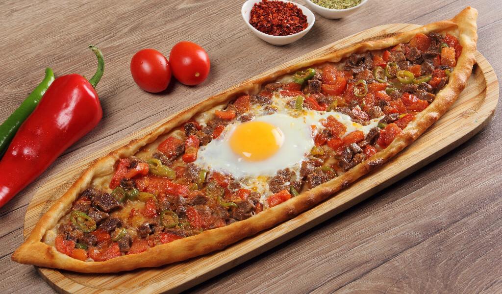 turkish fast foods, karışık pizza